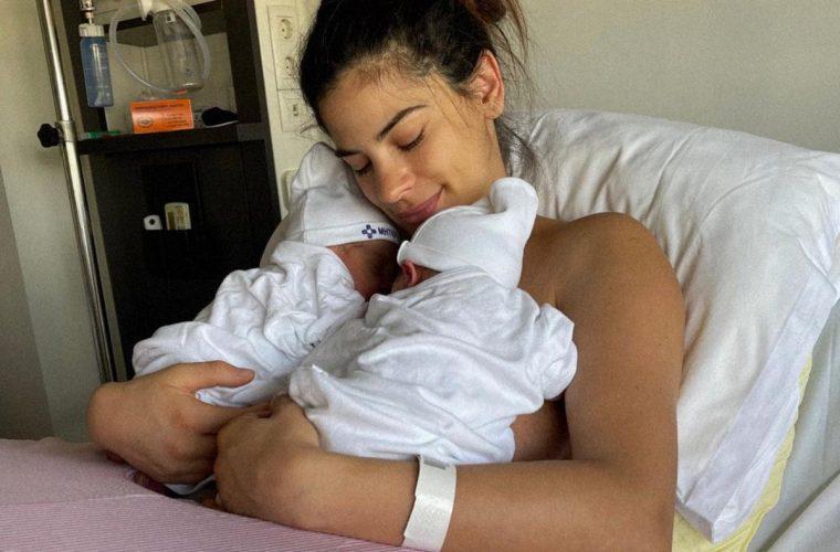 Χριστίνα Μπόμπα: Μας δείχνει το σημάδι που έχουν και οι δύο κόρες της, όπως και αυτή! (εικόνα)
