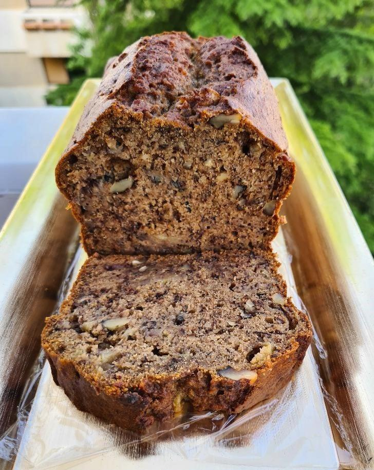Υγιεινό- κέικ- με-αλεύρι- ολικής- και -καρύδια-