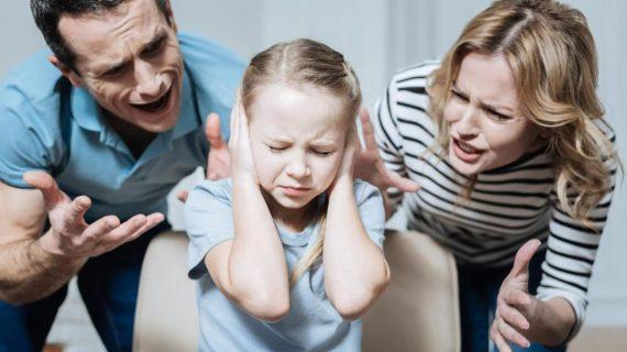Οι φωνακλάδες γονείς  κάνουν τα παιδιά ανασφαλή: Πως θα πειθαρχήσουμε τα παιδιά χωρίς φωνές