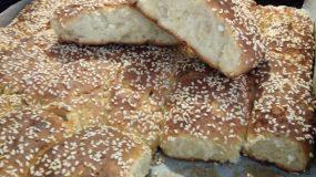 Ψωμί-με γιαούρτι-και-φέτα-