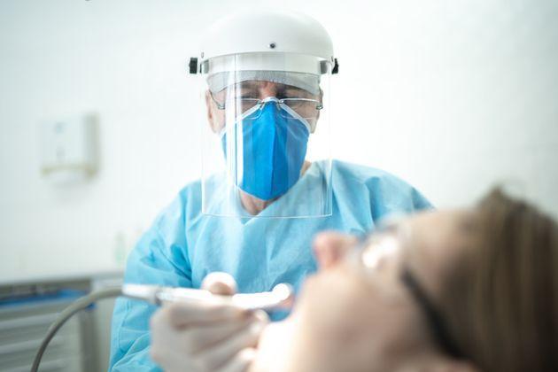 ΚΟΡΟΝΟΙΟΣ εξελίξεις :Με rapid test οι εμβολιασμένοι, με μοριακό οι ανεμβολίαστοι