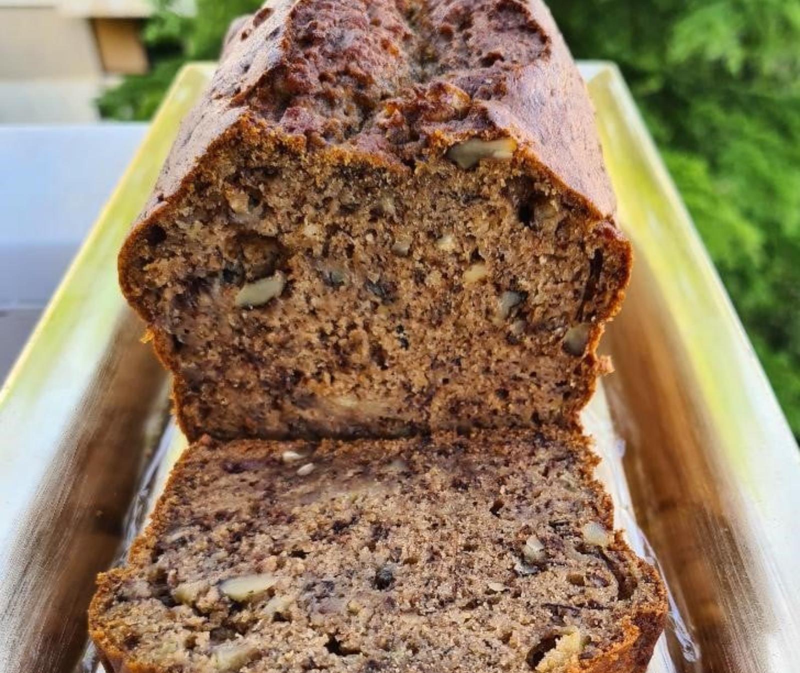 Υγιεινό- κέικ -με-αλεύρι- ολικής- και- καρύδια-