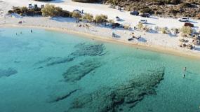 Το αντίθετο της Μυκόνου: Το νησί που οι Έλληνες κρατούν επτασφράγιστο μυστικό για να το απολαμβάνουν μόνο οι ίδιοι (Pics)