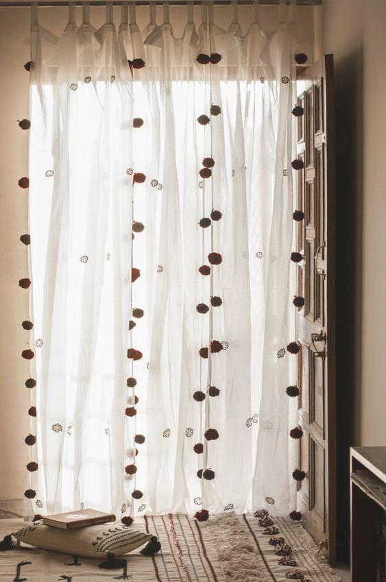 Κουρτίνες με πομ πομ: Η νέα τάση στην διακόσμηση & 15 μοντέρνες ιδέες
