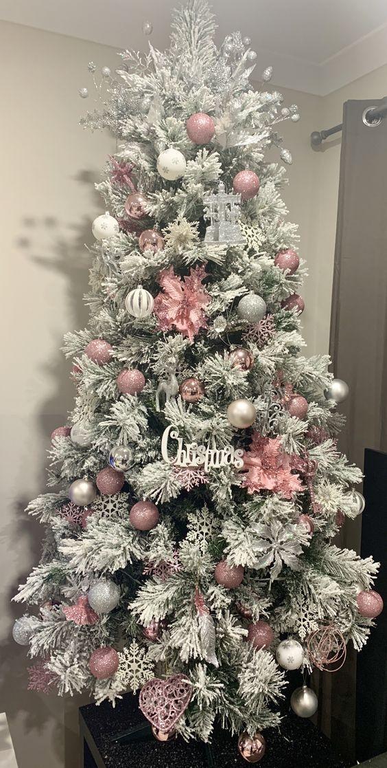 ψεύτικο-χιόνι-στο-χριστουγεννιάτικο-δέντρο-