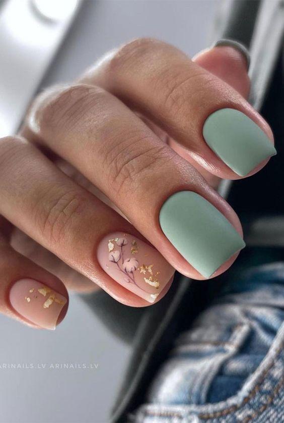 πράσινα-παστέλ-νύχια-και-μπεζ-νύχια-για-τον-Οκτώβριο-