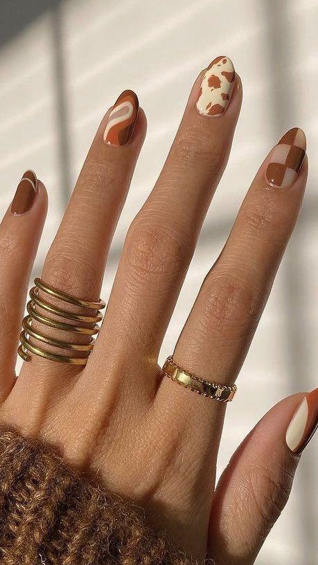νύχια-για-τον-Οκτώβρη-σε-καφέ-χρώμα-