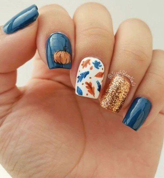 μανικιούρ-Οκτωβρίου-με-μπλε-χρώμα-φύλλα φθινοπωρινά-και-χρυσό-γκλίτερ-