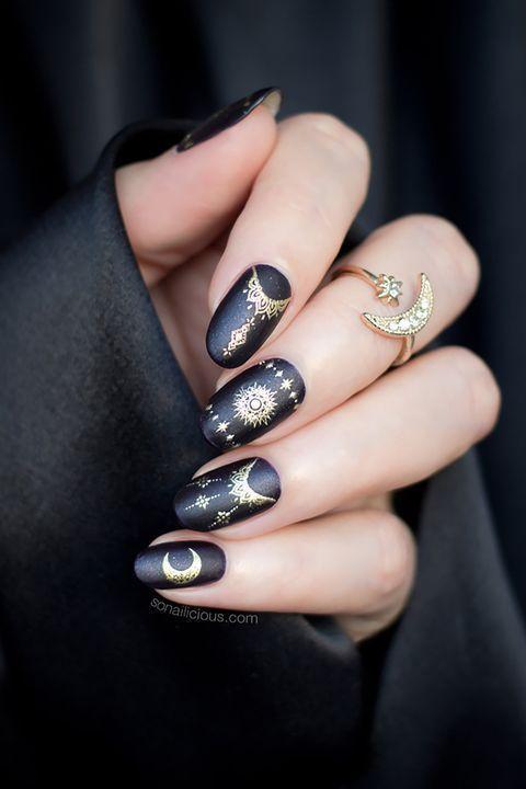 μαύρα-νύχια-με-goth-σχέδια-