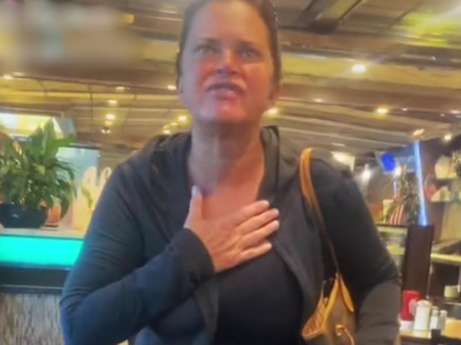 γυναίκα-απαίτησε-να-φύγει-οικογένεια-από-εστιατόριο-που-είχε-παιδί-με-αυτισμό-