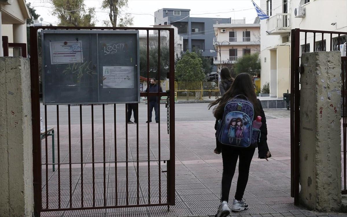 Πατέρας αρνητής απείλησε ότι θα σκοτώσει τη διευθύντρια του σχολείου