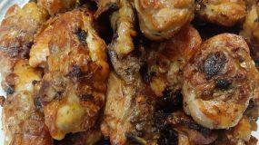Μαριναρισμένα μπούτια κοτόπουλο στη σχάρα