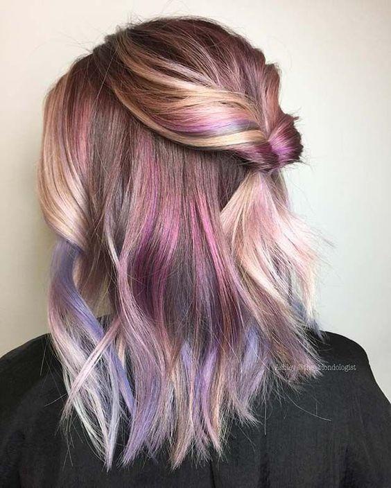 πολύχρωμες ανταύγειες-σε-καρέ-μαλλιά-